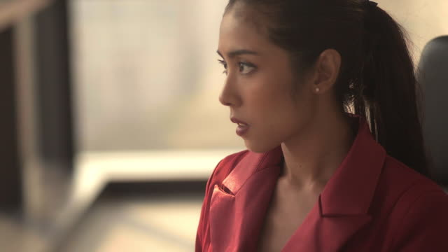 vidéos et rushes de confiance : femme d'affaires asiatique - profil