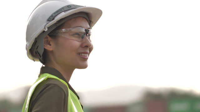 confident asian woman engineer - potere femminile video stock e b–roll