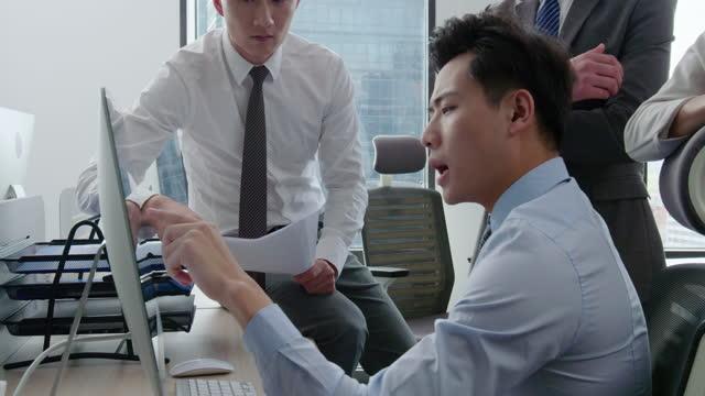 confident business people talking in office,4k - hemd und krawatte stock-videos und b-roll-filmmaterial