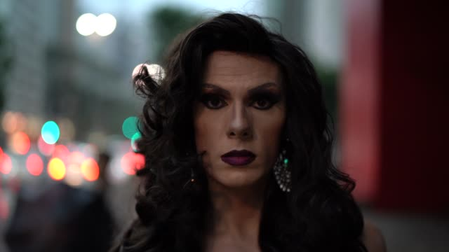 stockvideo's en b-roll-footage met vertrouwen drag queen - levensecht