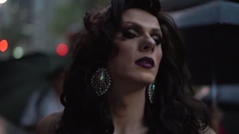 vídeos y material grabado en eventos de stock de seguros de drag queen - variación