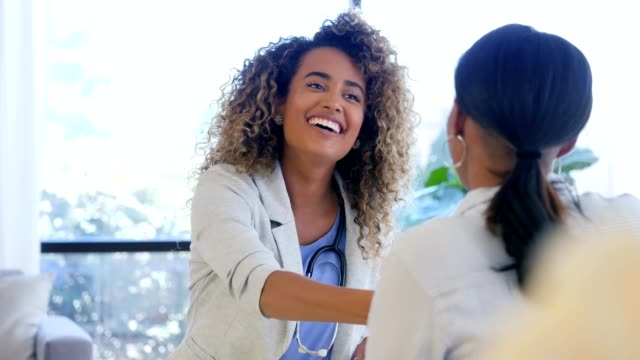 confident female doctor greets new female patient - clinica medica video stock e b–roll