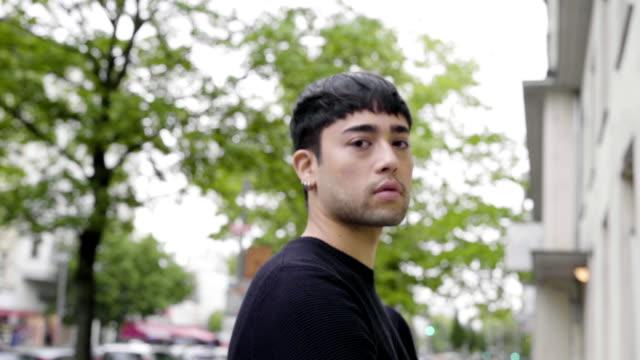 confident japanese gay man - ゲイ点の映像素材/bロール
