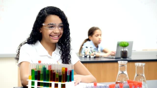 confident student answers question during chemistry lab - studente di scuola secondaria allievo video stock e b–roll