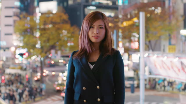 ms confident woman looking at camera / tokyo, japan - 立つ点の映像素材/bロール