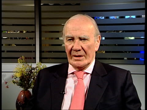 confirmation of white phosphorus munitions used by us troops sir menzies campbell interview sot its matter of grave embarrassment for usa that having... - munition stock-videos und b-roll-filmmaterial