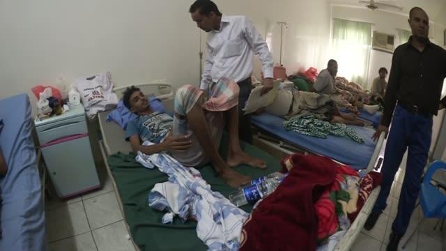 80 people die in saudi led airstrikes injured man lying on hospital bed vox pop - 武力攻撃点の映像素材/bロール