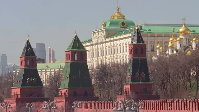 america to announce new sanctions on russia russia moscow ext wide shot the kremlin with the moskva river in the foreground wide shot the kremlin... - 制裁点の映像素材/bロール