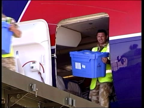 basra aid supplies flown in by virgin airways itn iraq basra richard branson off plane and greeted soldiers carrying boxes of supplies from aircraft... - bassora video stock e b–roll