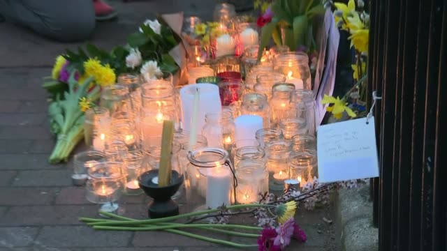 vídeos y material grabado en eventos de stock de british woman fighting alongside kurdish forces killed in air strike england east sussex lewes ext women hugging people laying flowers by candles in... - east sussex