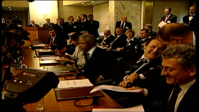 rome summit; italy: rome: foreign ministry: int side view kofi annan sat as next to condoleezza rice annan and rice talking to romano prodi ministers... - prime minister点の映像素材/bロール