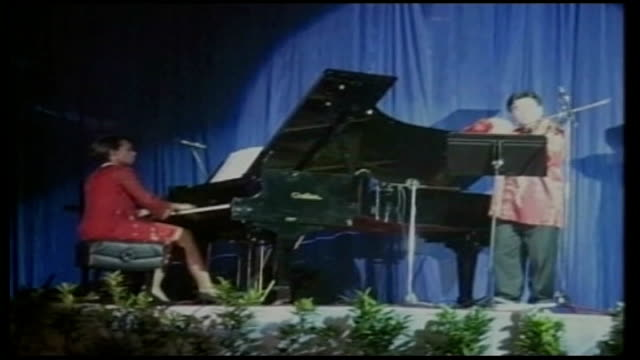 Day 17 Washington talks VIA MALAYSIA Kuala Lumpur INT Condoleezza Rice playing piano on stage with violinist during annual gala dinner of the...
