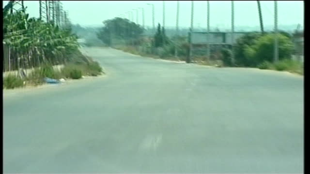 vídeos de stock, filmes e b-roll de day 21 people desperate to escape towns in southern lebanon nr tyre point of view deserted road seen from moving car civilian convoy boys leaving... - tyre