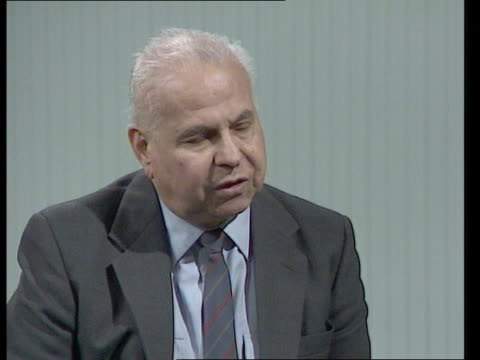 """day 3; itn england: london: itn cms zaghloul elsaid int intvw sof """"i think -- middle east"""" - 3日目点の映像素材/bロール"""