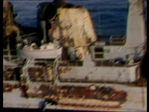 conflict defence airv hms sheffield tx28582 airv damage on hms sheffield pool airv ditto lms type 22 frigate rl hms boardsword tx ms ditto pool lms... - シェフィールド点の映像素材/bロール