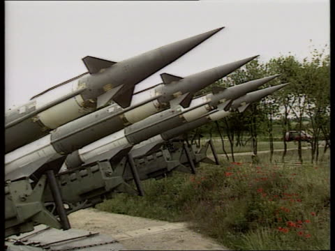 stockvideo's en b-roll-footage met defences; cf tape no longer available serbia, belgrade lams russian made surface to air missile pointing into sky pull out tms surface to air missile... - audio available