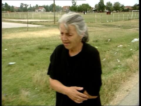 serb farmers: massacred; itn yugoslavia: serbia: kosovo: gracko: ext i/c gls combine harvester in field where bodies of murdered serb farmers were... - bagnato bildbanksvideor och videomaterial från bakom kulisserna