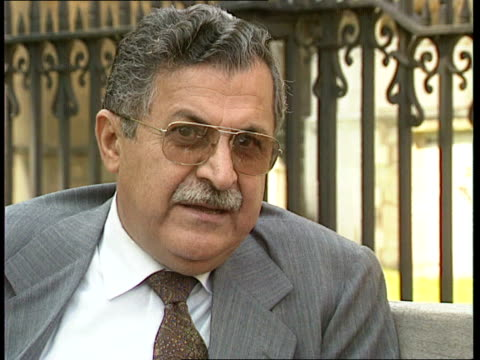 kurds' future; cf tape no longer available ext england, london, st stephen's green cms dr jalal talabani intvwd sof - need for fundamental change in... - audio available bildbanksvideor och videomaterial från bakom kulisserna