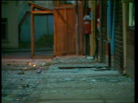 vidéos et rushes de conflict: new troops arriving; armagh street with debris on ground tx. of bomb explosion which killed two ) 1.1.86 ruc constables),soldier in... - irlande du nord