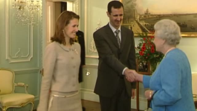 plight of people living in aleppo lib / tx england london buckingham palace int bashar alassad and asma alassad along to meet queen elizabeth ii... - バッシャール・アル=アサド点の映像素材/bロール
