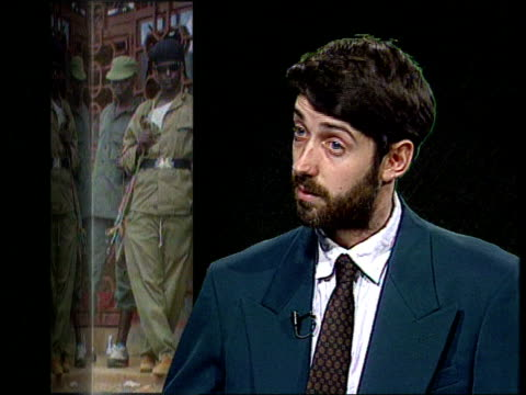 refugees; int england, london cms alex de waal intvwd sot - a ceasefire is unobtainable/ tutsi rpf will not stop fighting until there are guarantees... - フツ族点の映像素材/bロール