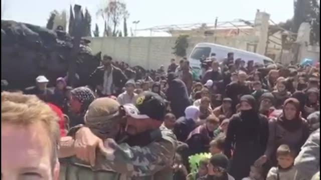 residents flee rebel-held region of eastern ghouta; syria: eastern ghouta: ext amateur video footage reporter to camera amongst crowds of people... - itv weekend late news点の映像素材/bロール
