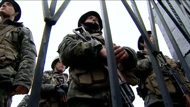 vídeos de stock e filmes b-roll de russian troops besiege military base in crimea; ukraine: crimea: perevalne: ext general views of russian troops surrounding ukrainian marine base... - ucrânia bandeira