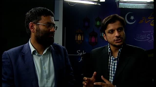 vídeos de stock, filmes e b-roll de 'the british jihad' british muslims react to channel 4 news film england london int zameer jaffri interview sot - channel 4 news