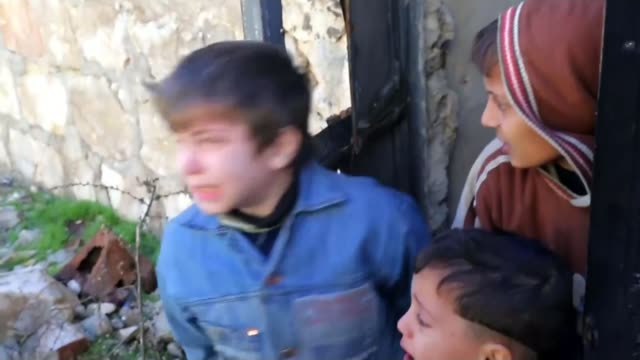 un condemns both sides in syrian civil war for targeting hospitals and civilians tx aleppo ext various of women and children shelter in street... - schießerei stock-videos und b-roll-filmmaterial