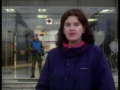 united nations special envoy cyrus vance in sarajevo for talks bosniaherzregovina sarajevo ext cms donnelly i/c sof sign off c4n pab = b0102327 - サラエボ点の映像素材/bロール