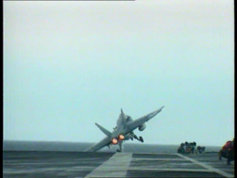 vídeos y material grabado en eventos de stock de arms inspections lib f18 fighter taking off from aircraft carrier uss nimitiz fighters across above carrier - golfo pérsico