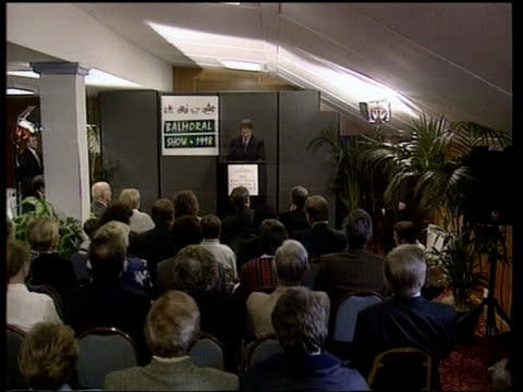 conflict/politics sinn fein renounce violence lib pm tony blair mp along to podium and speech sot that the so called war is finished done with and... - kommode stock-videos und b-roll-filmmaterial