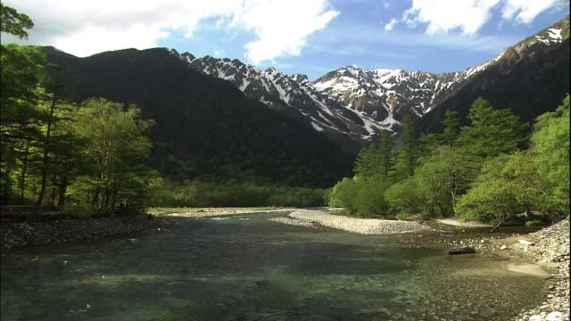 confluence of streams of azusa river. - 水の流れ点の映像素材/bロール