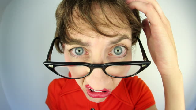 stockvideo's en b-roll-footage met confused nerd woman - verwarring
