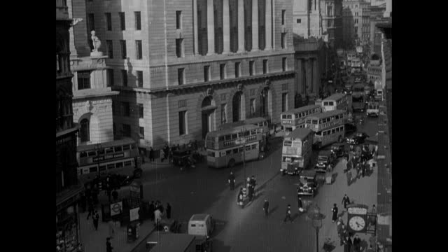 vídeos y material grabado en eventos de stock de tu congested city roads filled with buses, cars, trucks and people / london, england, united kingdom - 1930 1939