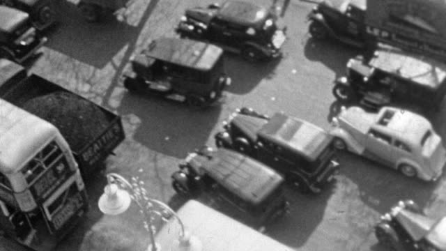 stockvideo's en b-roll-footage met 1937 montage congested streets at trafalgar square, mass of vehicles and pedestrians maneuvering city streets and vehicles stopped in traffic jams / london, england, united kingdom - 1937