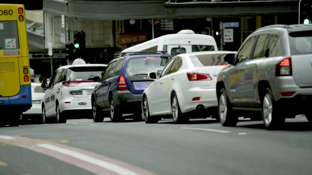 stockvideo's en b-roll-footage met overvol verkeer in de stad - sports utility vehicle