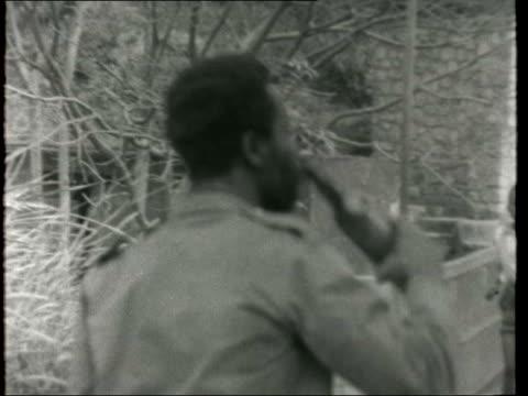 ls congolese africans along road on congo side of border pan to bridge from congo to ruwanda ms hart africans crossing border bridge in b/g sof cs... - 南キブ点の映像素材/bロール