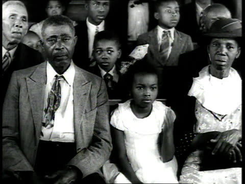 stockvideo's en b-roll-footage met 1939 ms congregation sitting in church pews / usa - racisme