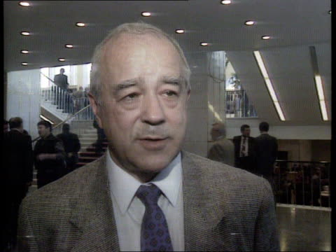 stockvideo's en b-roll-footage met moscow kremlin congress of people's deputies vitaly korotich interview sof gorbachev is supporting a union which nobody now wants / gorbachev is now... - hijsen