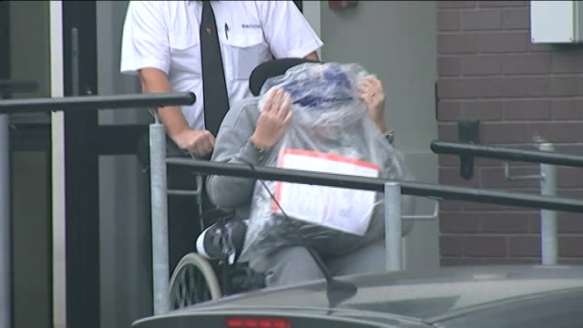 conman accused of faking coma to avoid trial jailed alan knight wheeled from court hiding his face behind a bag containing his belongings knight... - 脱獄する点の映像素材/bロール