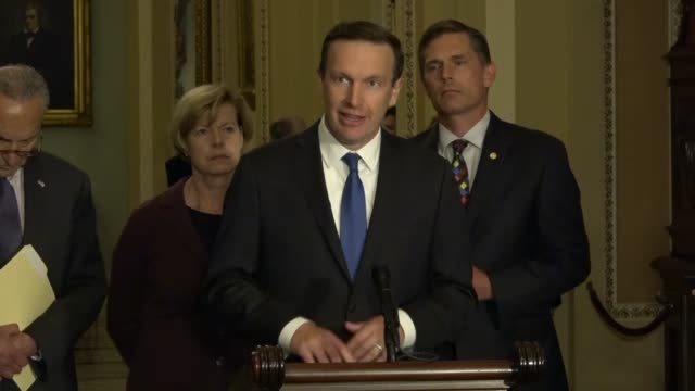 connecticut senator christopher murphy tells reporters at a weekly news conference that drug companies a veto power insurance companies dictate the... - schusswaffe stock-videos und b-roll-filmmaterial
