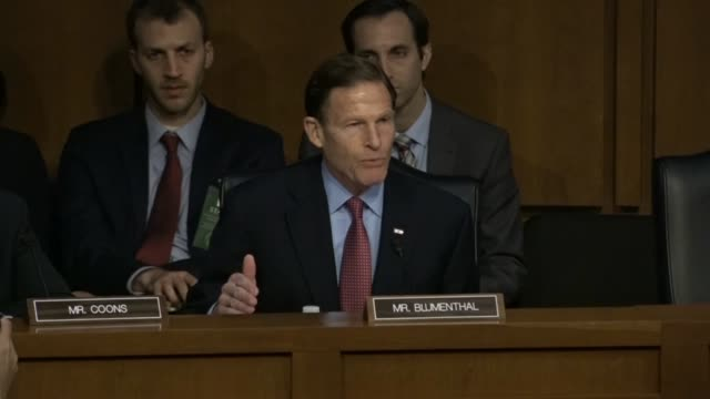 vídeos y material grabado en eventos de stock de connecticut senator richard blumenthal says on the first day of the confirmation hearing for judge neil gorsuch to the supreme court that the... - alexander hamilton político