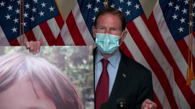 connecticut senator richard blumenthal tells reporters after first hearing with seventh circuit judge amy coney barrett on her supreme court... - 生殖器点の映像素材/bロール