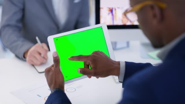 vidéos et rushes de connecter mon entreprise à de plus grands marchés en ligne - espace texte