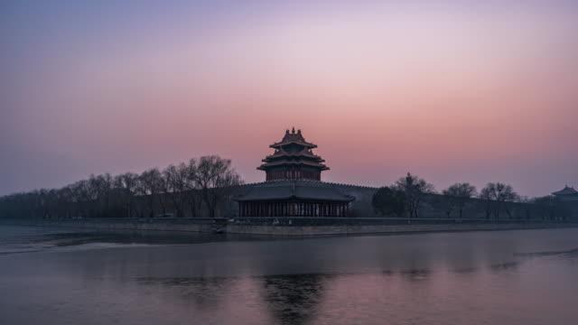 stockvideo's en b-roll-footage met t/l ws conner van de verboden stad, dag aan nacht overgang / beijing, china - tempel