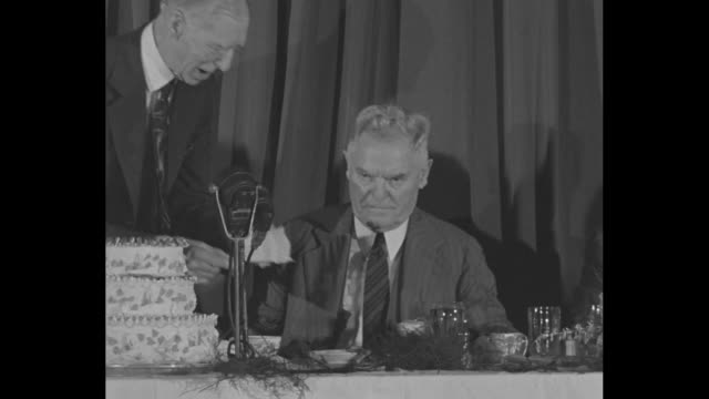 CU Connie Mack 81yearold manager of the Philadelphia Athletics / Mack with anniversary cake and baseball friends at the table of honor at...