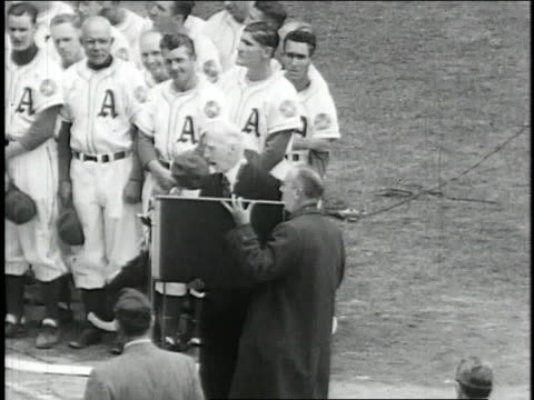 connie mack being awarded large plaque speaking at microphone / united states - plakette stock-videos und b-roll-filmmaterial