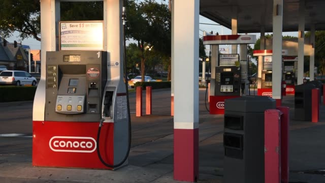 conoco exxon and phillips 66 gas stations in dallas texas on july 24 2017 photographer cooper neill shots wide shot of conoco gas station and gas... - conocophillips stock-videos und b-roll-filmmaterial