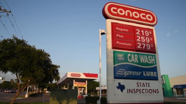 conoco exxon and phillips 66 gas stations in dallas texas on july 24 2017 photographer cooper neill shots full wide shot of gas station wide shot of... - conocophillips stock-videos und b-roll-filmmaterial